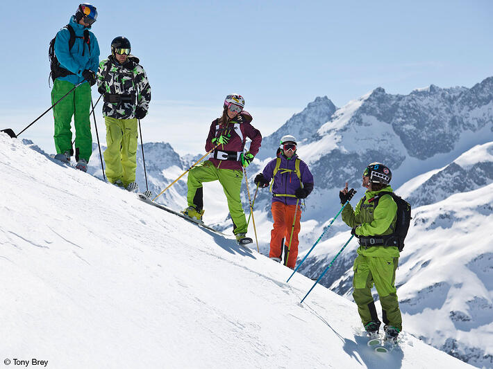 Reasons Why Every Skier Should Go Heli Skiing - Ski Friends